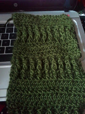 http://www.favequilts.com/master_images/Crochet/Valleys-and-Bridges-Scarf.jpg