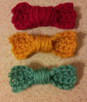 http://www.favequilts.com/master_images/Crochet/crochet-hair-bows.jpg