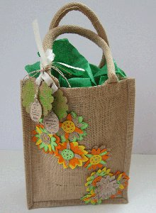 http://www.favequilts.com/master_images/Down-to-Earth-Gift-Bag.jpg