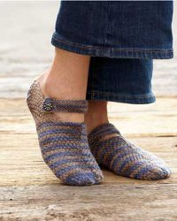 http://www.favequilts.com/master_images/FaveCrafts/Comfy-Knit-Mary-Jane%20Slippers--1--.jpg