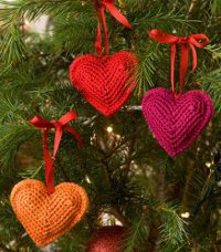 http://www.favequilts.com/master_images/FaveCrafts/Crochet-Heart-Ornaments--1--.jpg