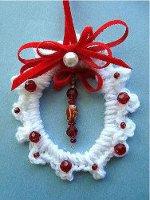 http://www.favequilts.com/master_images/FaveCrafts/Crochet-Wreath-Ornament--1--.jpg