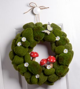 http://www.favequilts.com/master_images/FaveCraftsEBooks/national-craft-month-2014/Green-as-Spring-DIY-Wreath.jpg