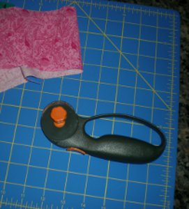 How to Make a Quilt: Rotary Cutter and Self Healing Mat