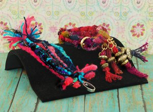 http://www.favequilts.com/master_images/Jewelry-Making/Fortune-Tellers-Bracelet.jpg