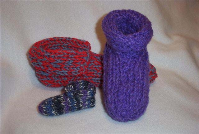 http://www.favequilts.com/master_images/Knitting/double%20knit%20slippers.jpg