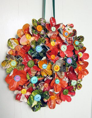http://www.favequilts.com/master_images/Papercraft/magazine-wreath.jpg